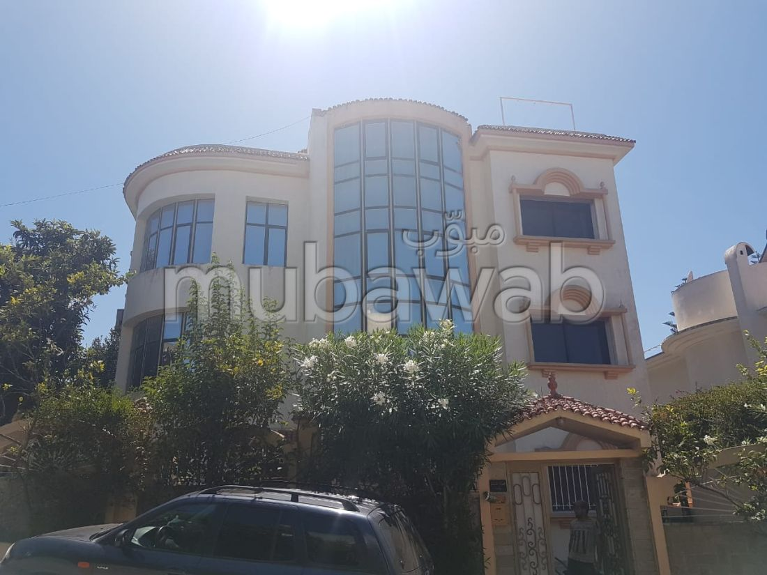 Magnificent villa for sale in Californie. 7 Large room. Green area, Balcony.