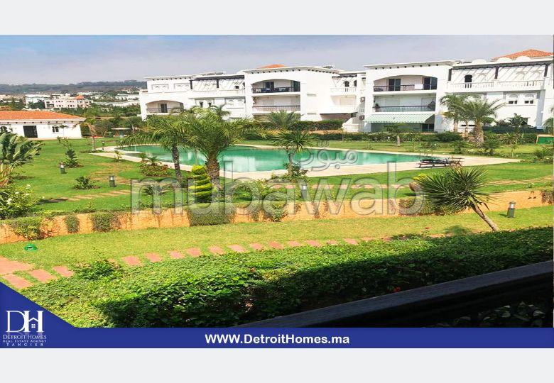 Busca pisos en venta. Pequeña superficie 130 m². Jardineras, Gran terraza.
