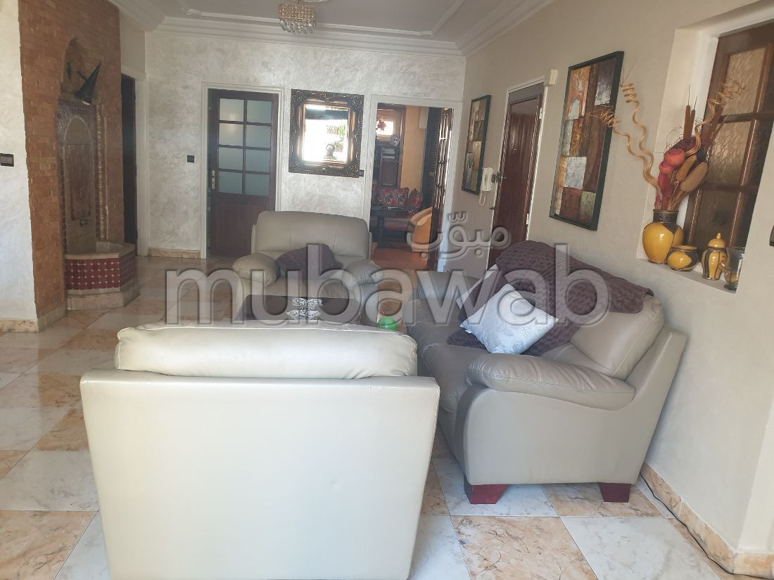 Sell apartment in Franceville. 3 rooms. Caretaker service and air conditioning.