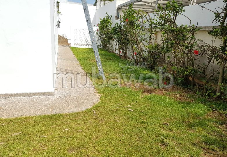 Property for rent in CIL (Hay Salam). Total area 700 m². Terrace and garden.