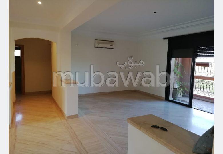 شقة مساحتها 120م²، مطبخ مجهز، شرفة، 4 غرف، منارة