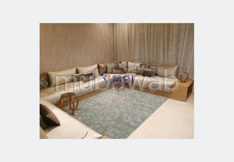 فيلا مساحتها 300م²، مفروشة، شرفة، 7 غرف