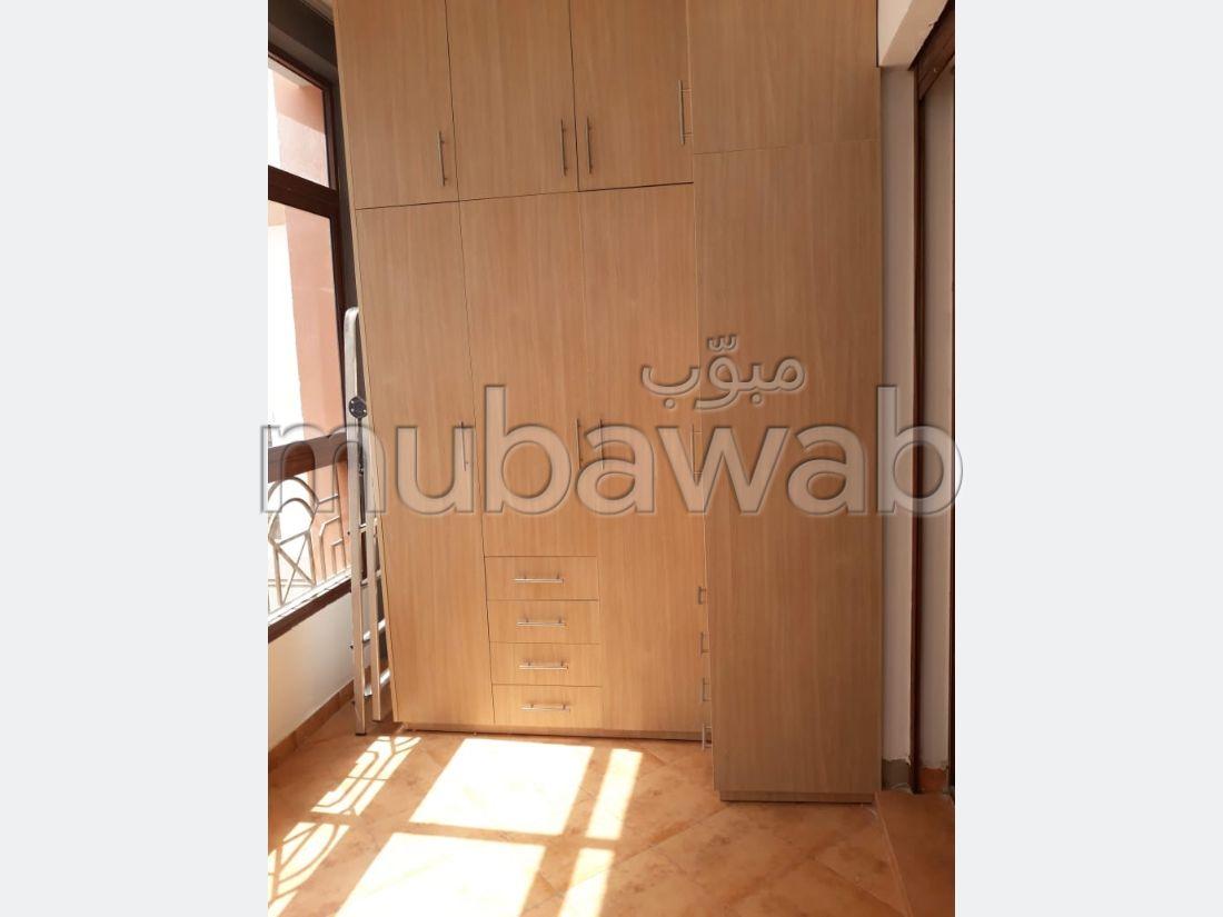 شقة رائعة للبيع بملابطا. المساحة 124 م². حديقة ومصعد.
