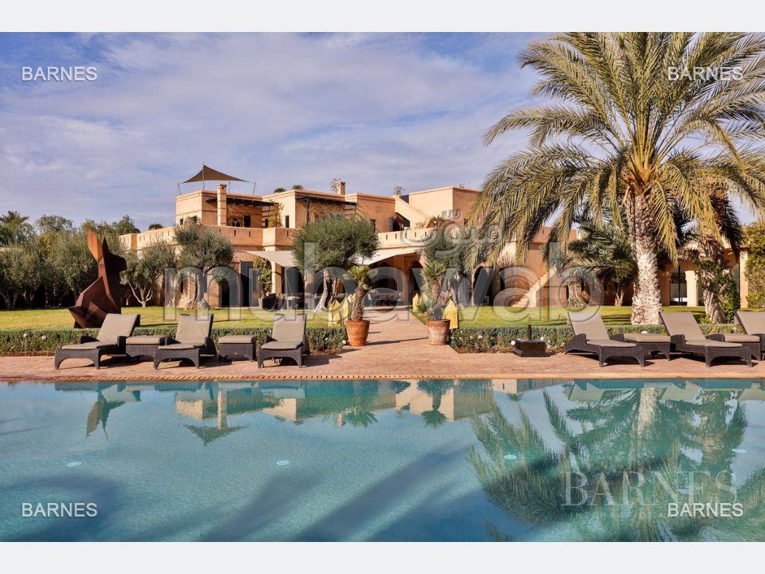 Magnífica casa en venta. Pequeña superficie 1150.0 m². Garaje y terraza.