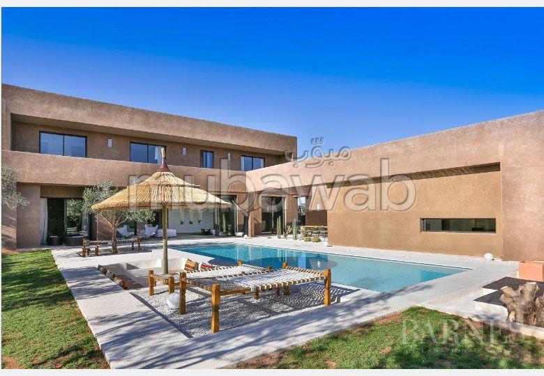 Villa d'architecte située à seulement 10 minutes du centre ville deMarrakech, d'une superficie habitable de 480 m²