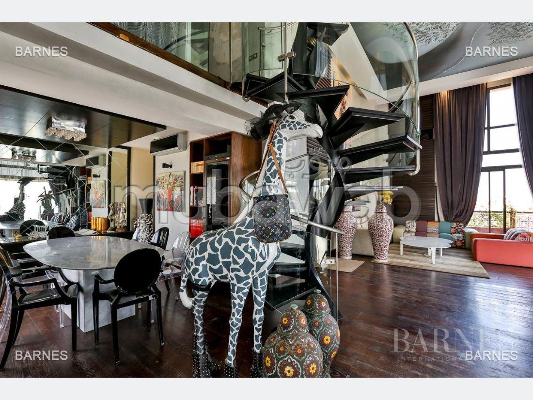 Magnífica casa en venta. Área total 242.0 m². Amueblada.