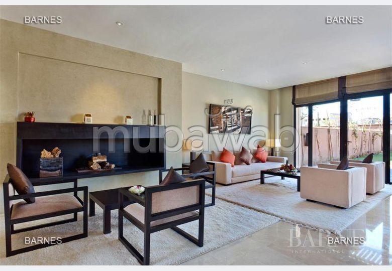 Villa riad contemporaine neuve dans un golf prestigieux à 10 min de marrakech