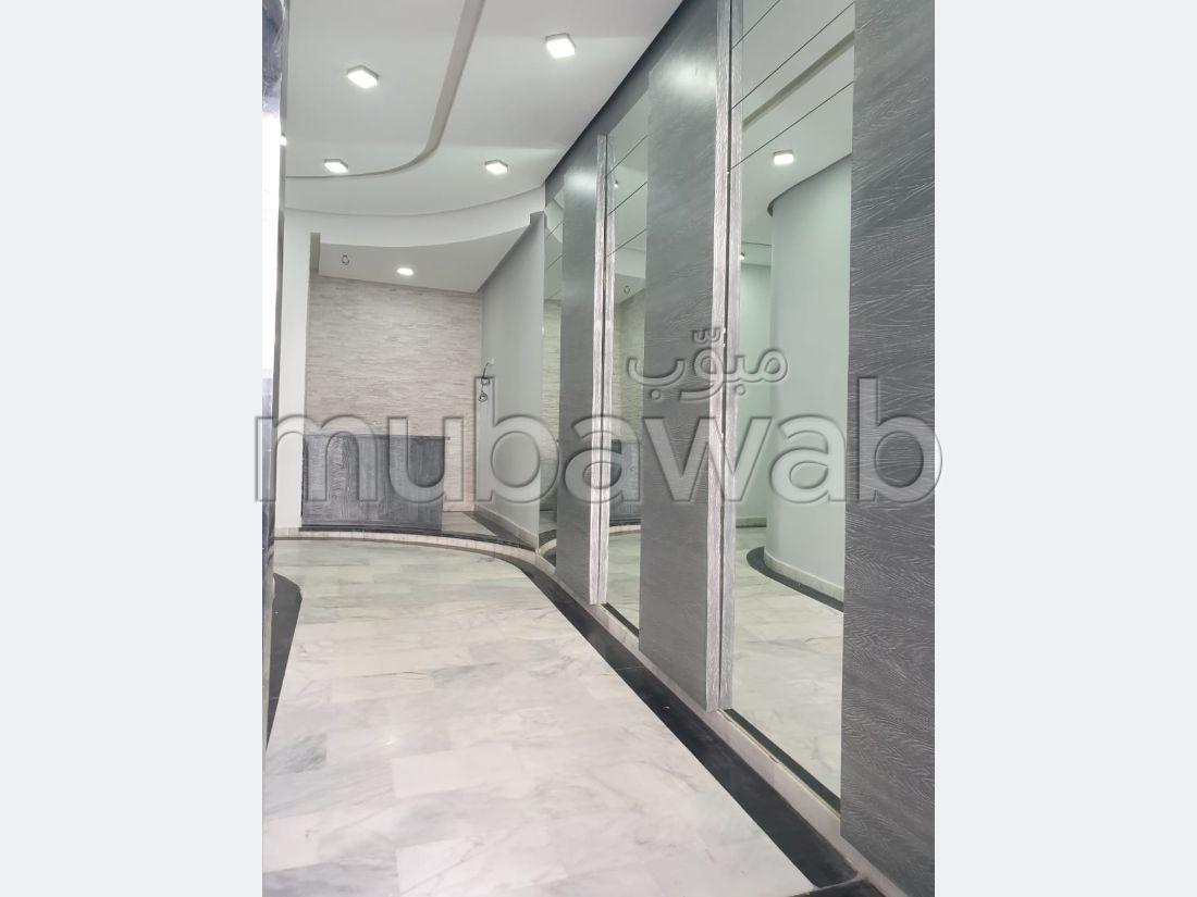Piso en venta. Area 65 m².