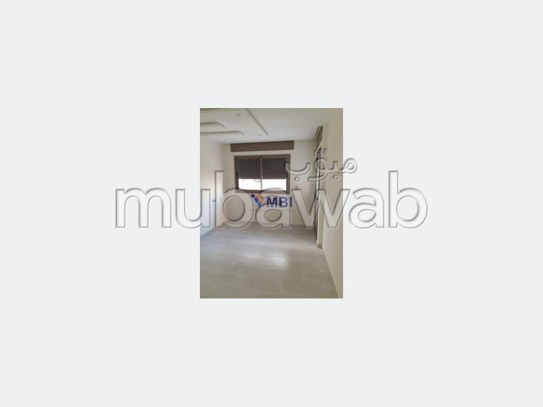 Apartment for sale. 2 beautiful rooms. Car park.