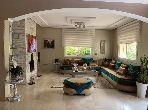 منزل ممتاز للبيع ب الجبل الكبير. المساحة 360 م². موقف للسيارات وحديقة.