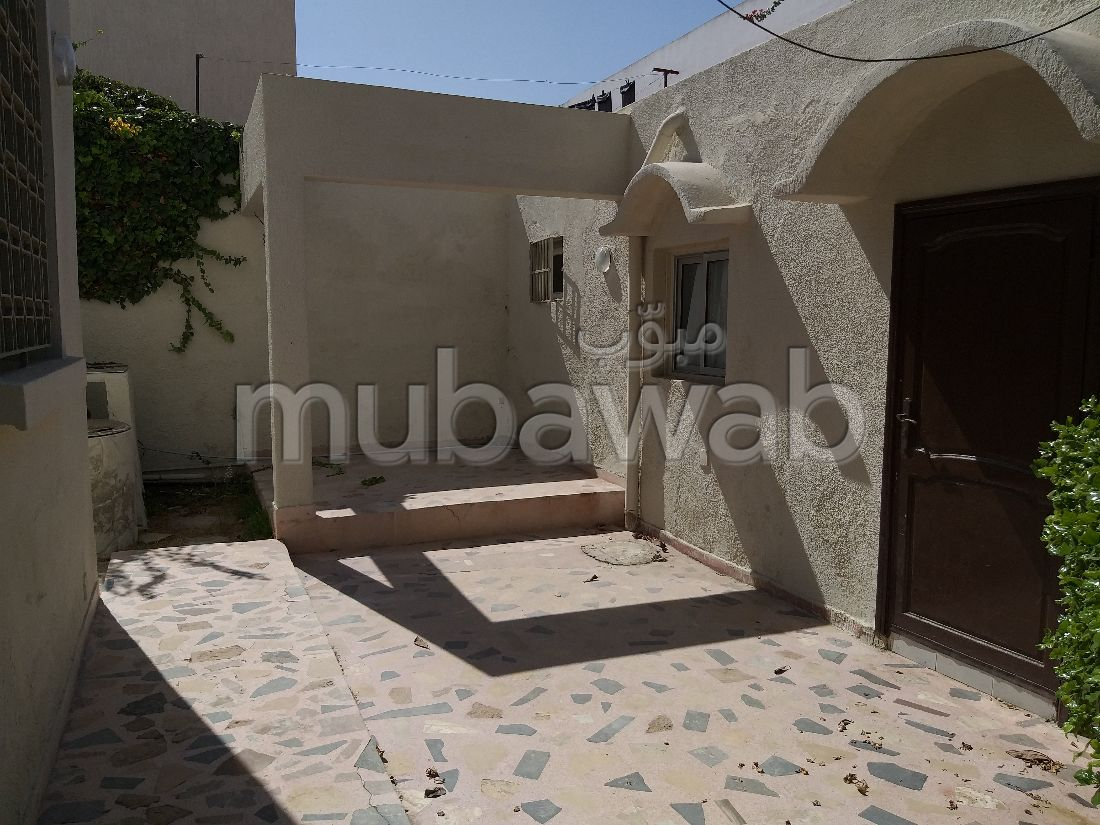 Fabulous house for sale in Oasis. Small area 507 m². Garage and terrace.