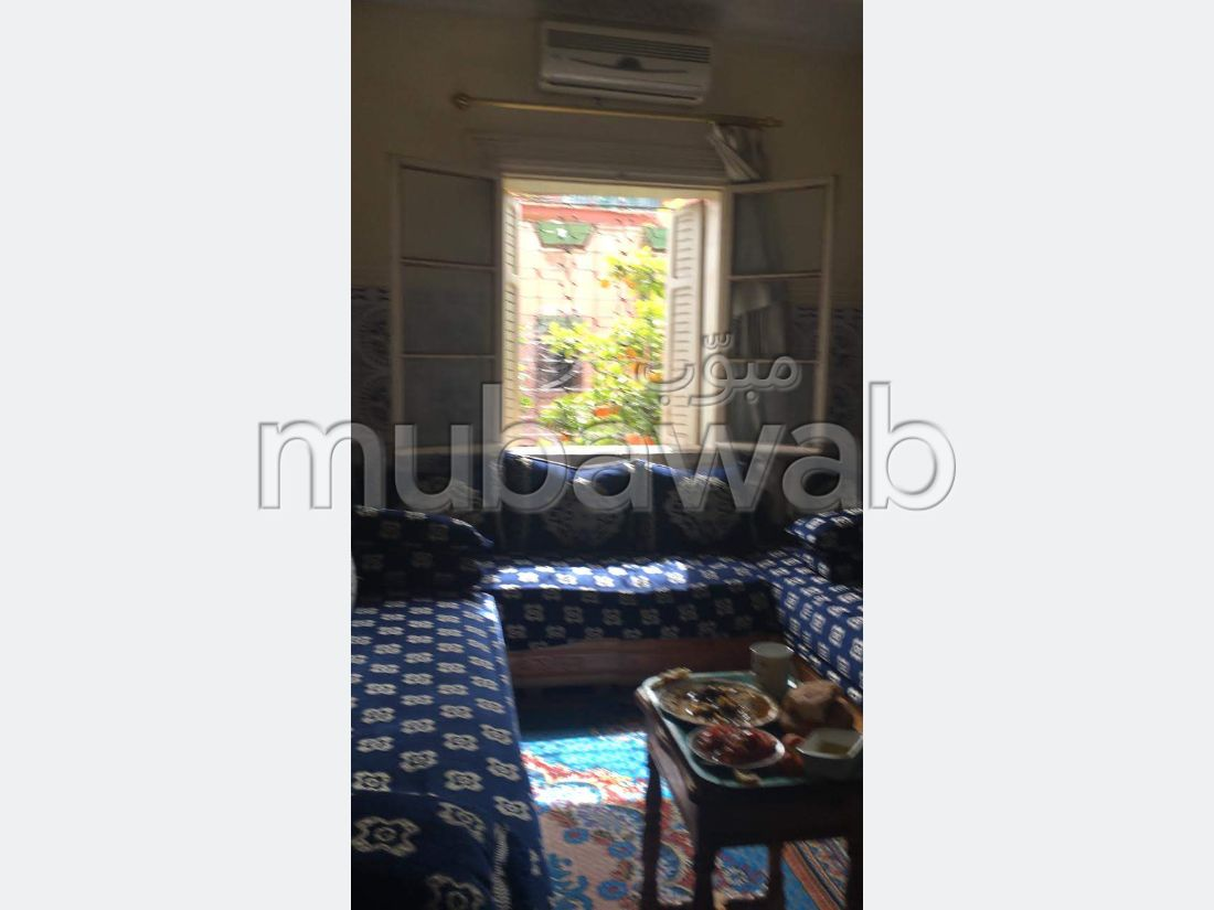 House to buy in Azli. Large area 127 m². Parking spaces and terrace.