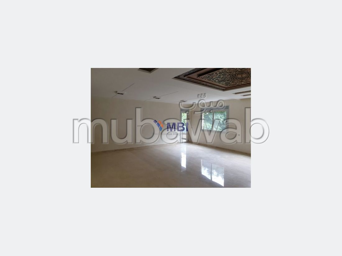 Sale of a lovely apartment. 3 beautiful rooms. Parking spaces and terrace.