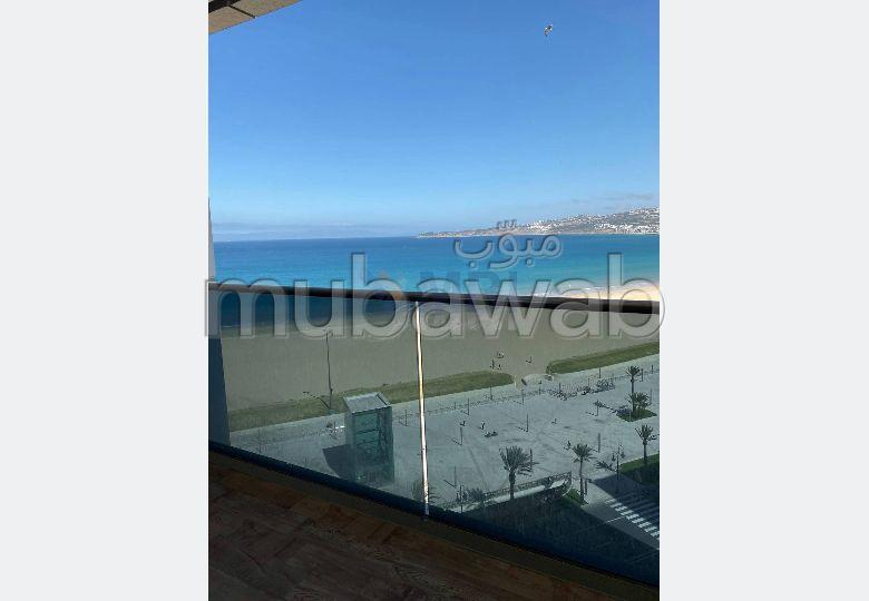 Oficinas en alquiler en Tanger City Center. Area 125.0 m². Residencia con conserje, aire condicionado general.