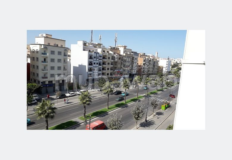 Beautiful apartment for sale in Charf. Area of 70 m². Satellite dish system and Moroccan living room.