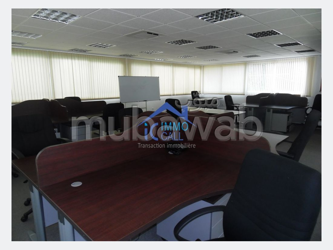 Offices for rent in Riyad. Surface area 1 200 m². Garden and terrace.