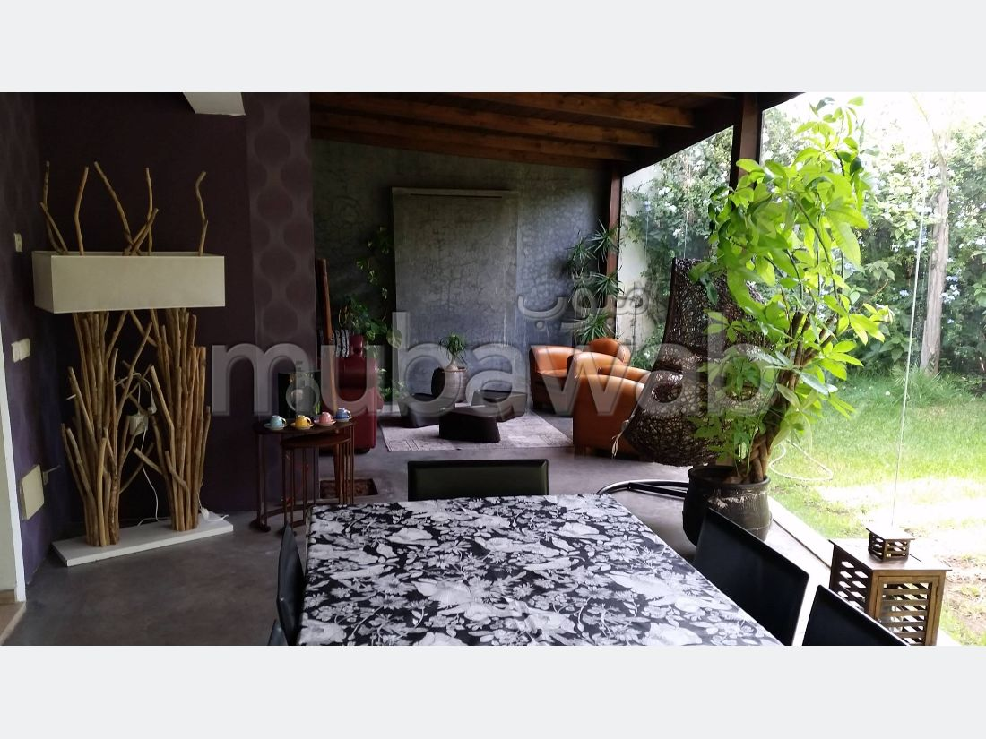 High quality villa for sale in Ain Diab. 4 Small room. Swimming pool.