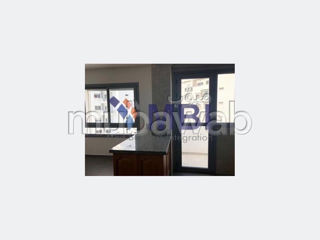 شقة مساحتها 223م²، شرفة، الشرف مغوغة