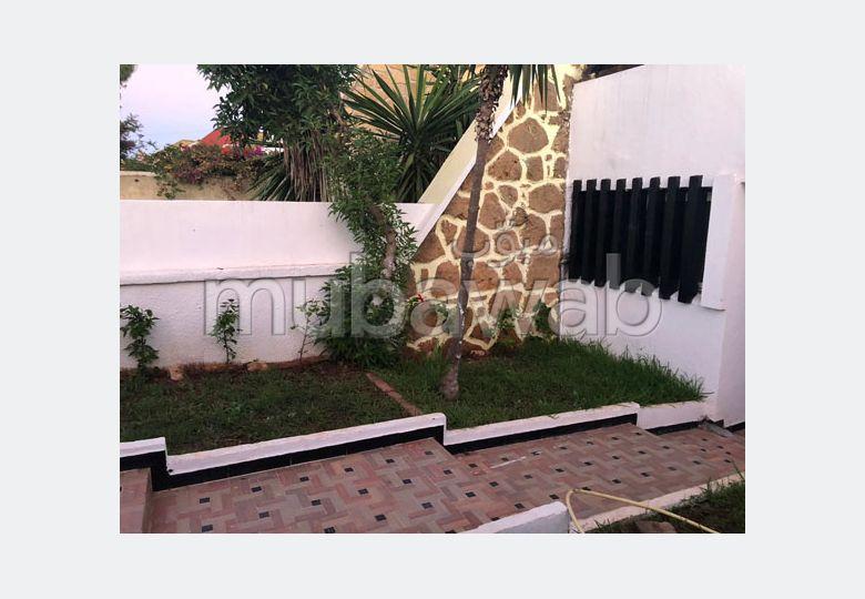 منزل مساحته 200م²، مفروشة، مطبخ مجهز، 4 غرف، دار بوعزة