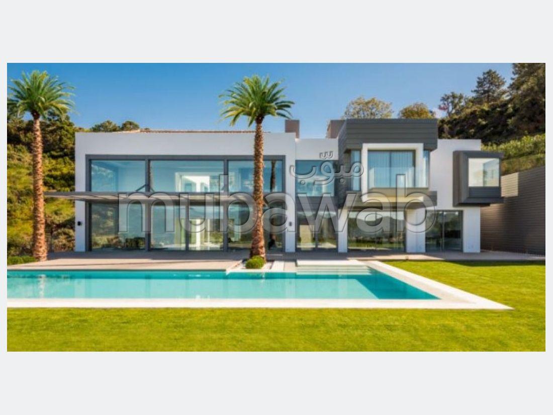 منزل ممتاز للبيع ب أنفا العليا. 4 غرف رائعة. شرفة وحديقة.