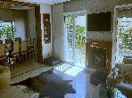شقة مساحتها 575م²، مطبخ مجهز، شرفة، 6 غرف، عين الشق