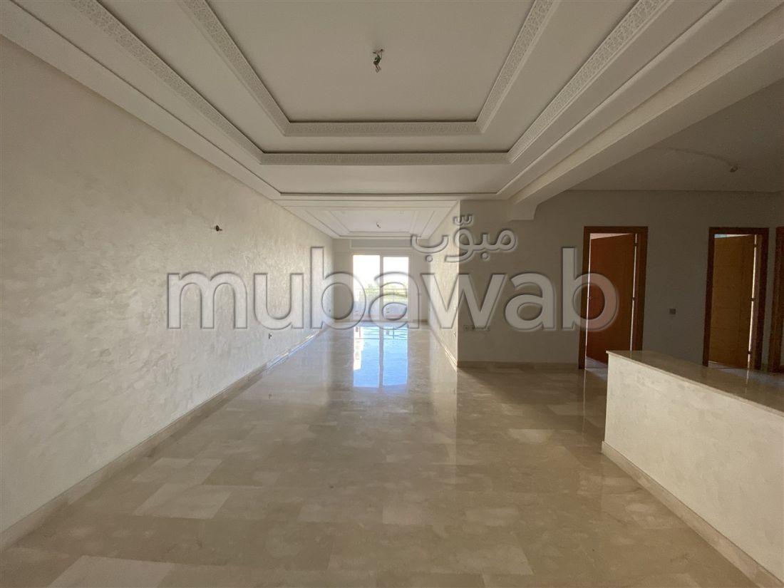شقة رائعة للبيع بطنجة. المساحة الكلية 158 م². مصعد وشرفة.