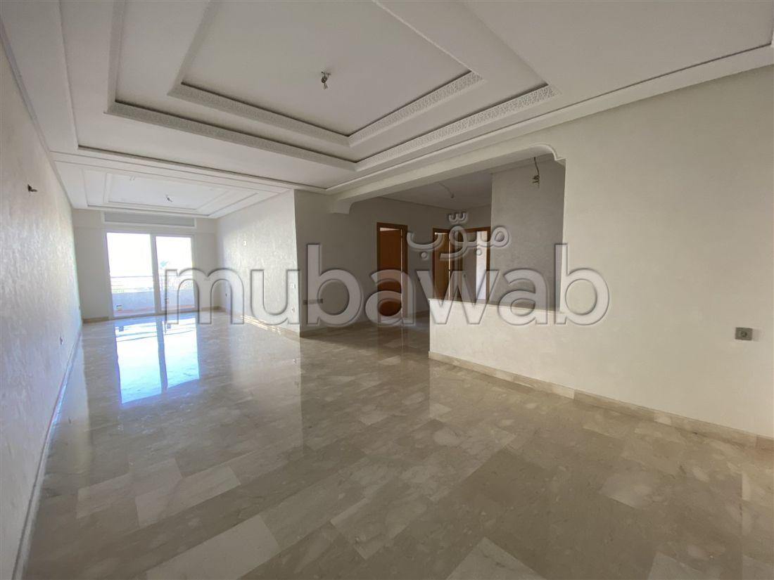 شقة للبيع بطنجة. 3 قطع مريحة. مصعد وشرفة.