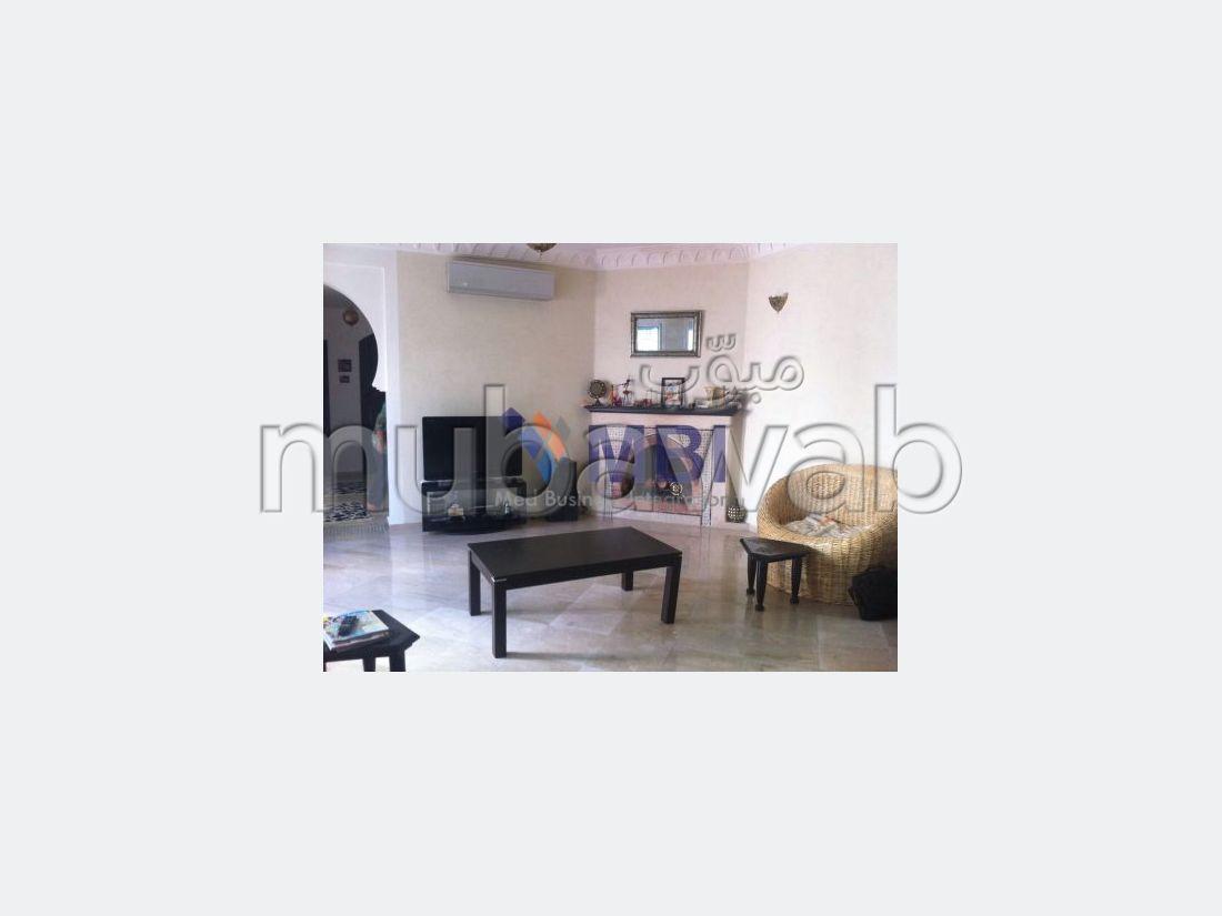 فيلا مساحتها 278م²، شرفة، حديقة، 5 غرف، الشرف مغوغة
