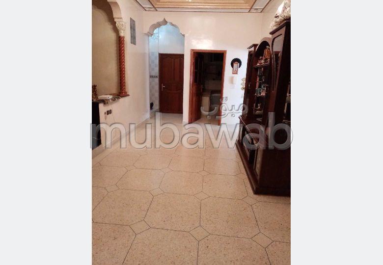 Casa en venta en Centre. 3 Habitacion grande. Doble acristalamiento y calefacción central.