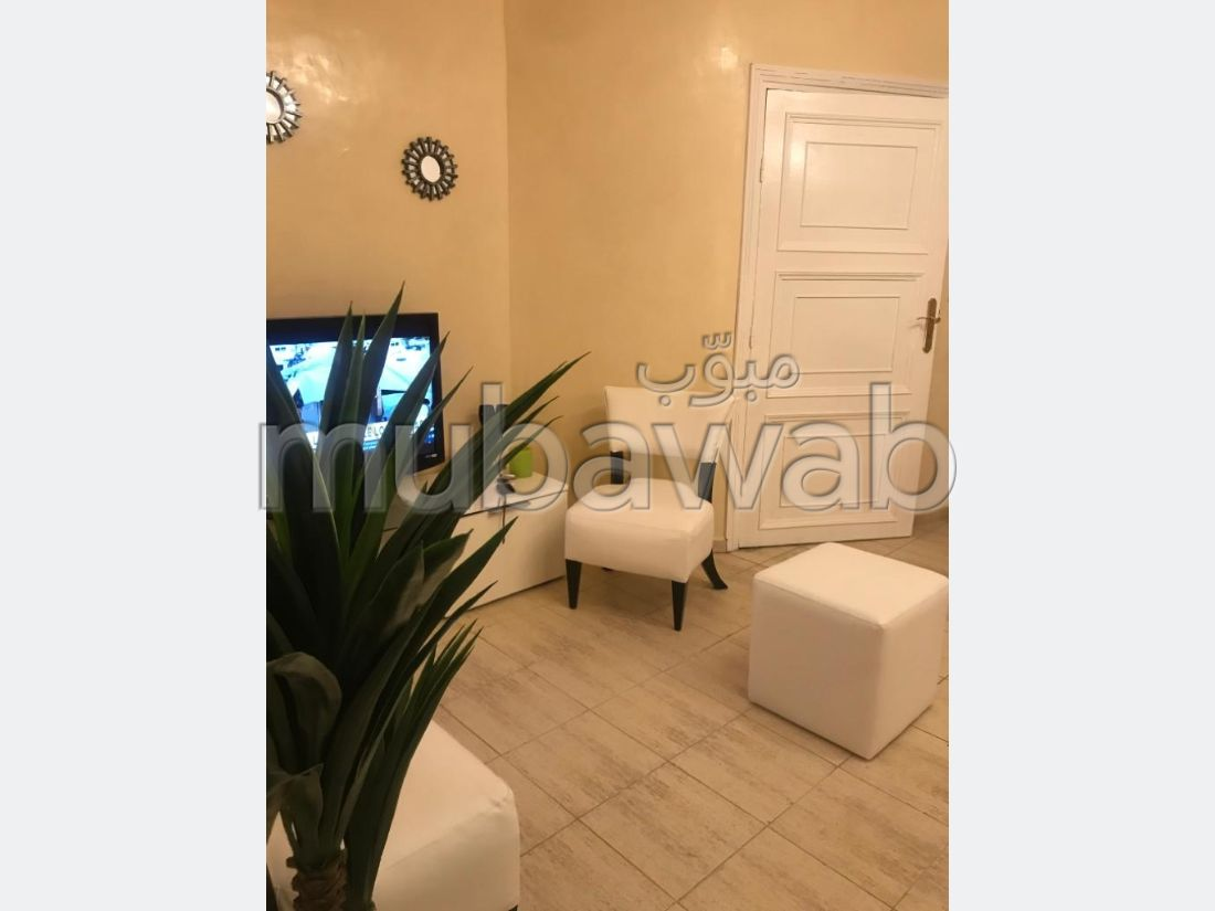 شقة رائعة للإيجار بكليز. 2 غرف رائعة. مفروشة.