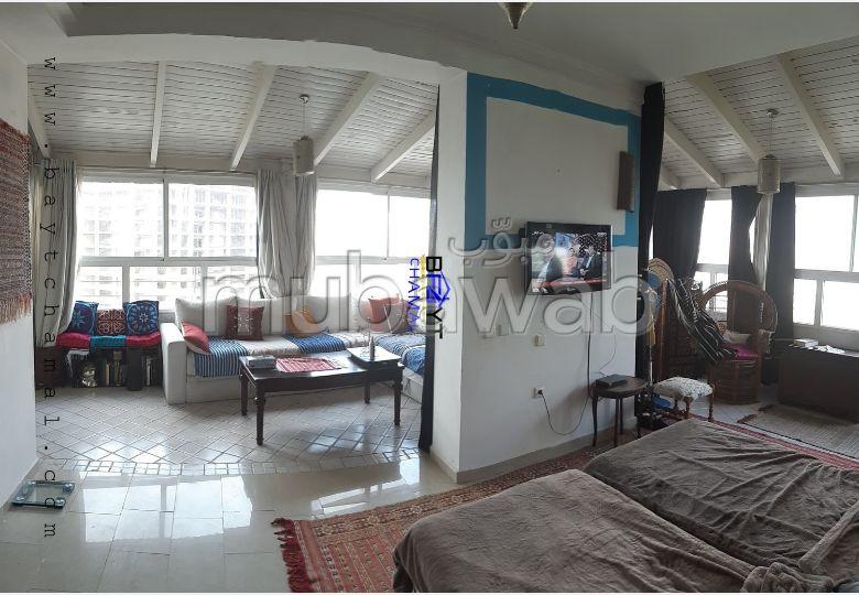 بيع شقة بوسط المدينة. 1 غرفة. صالون مغربي نموذجي ، إقامة آمنة.