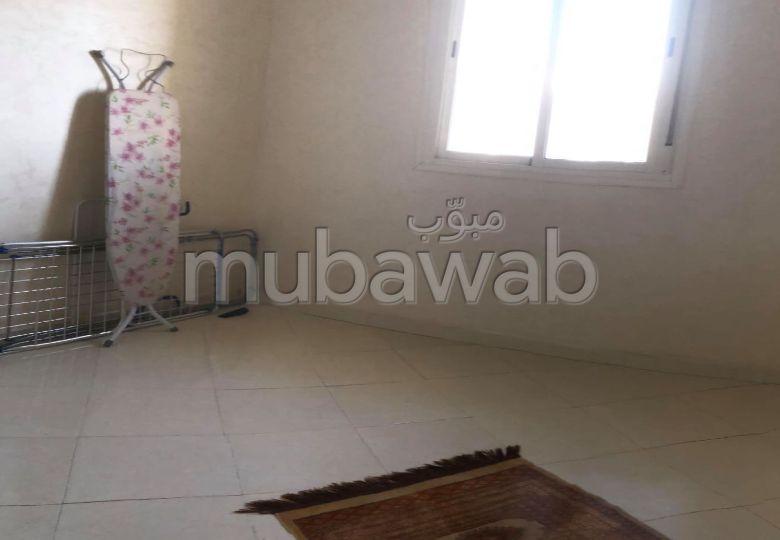 شقة مساحتها 56م²، مطبخ مجهز، هوائي، غرفة، بوسكورة