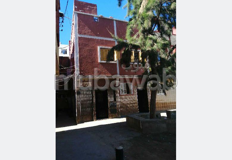 Maison à vendre à Hay Al Rajaa Fillah. 2 grandes pièces.