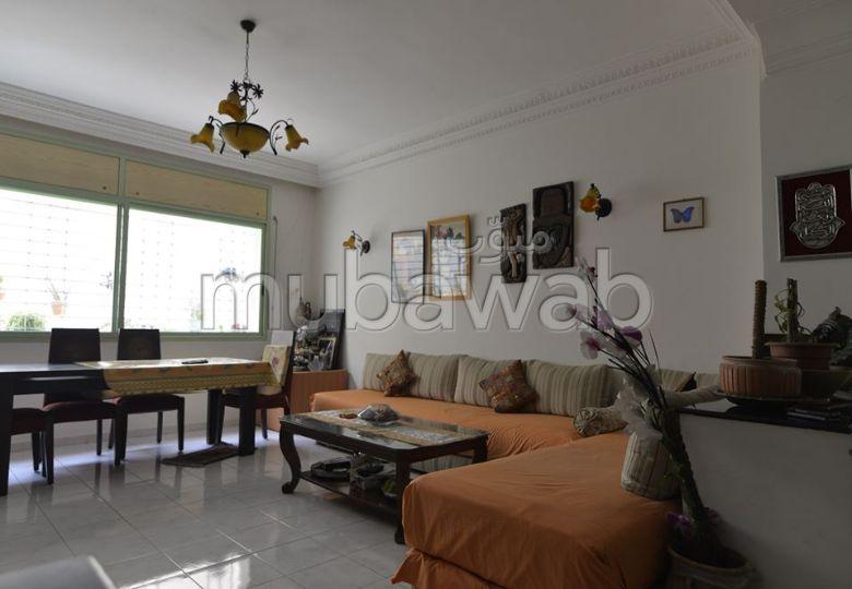 شقة مساحتها 289م²، مطبخ مجهز، شرفة، 4 غرف، المعاريف