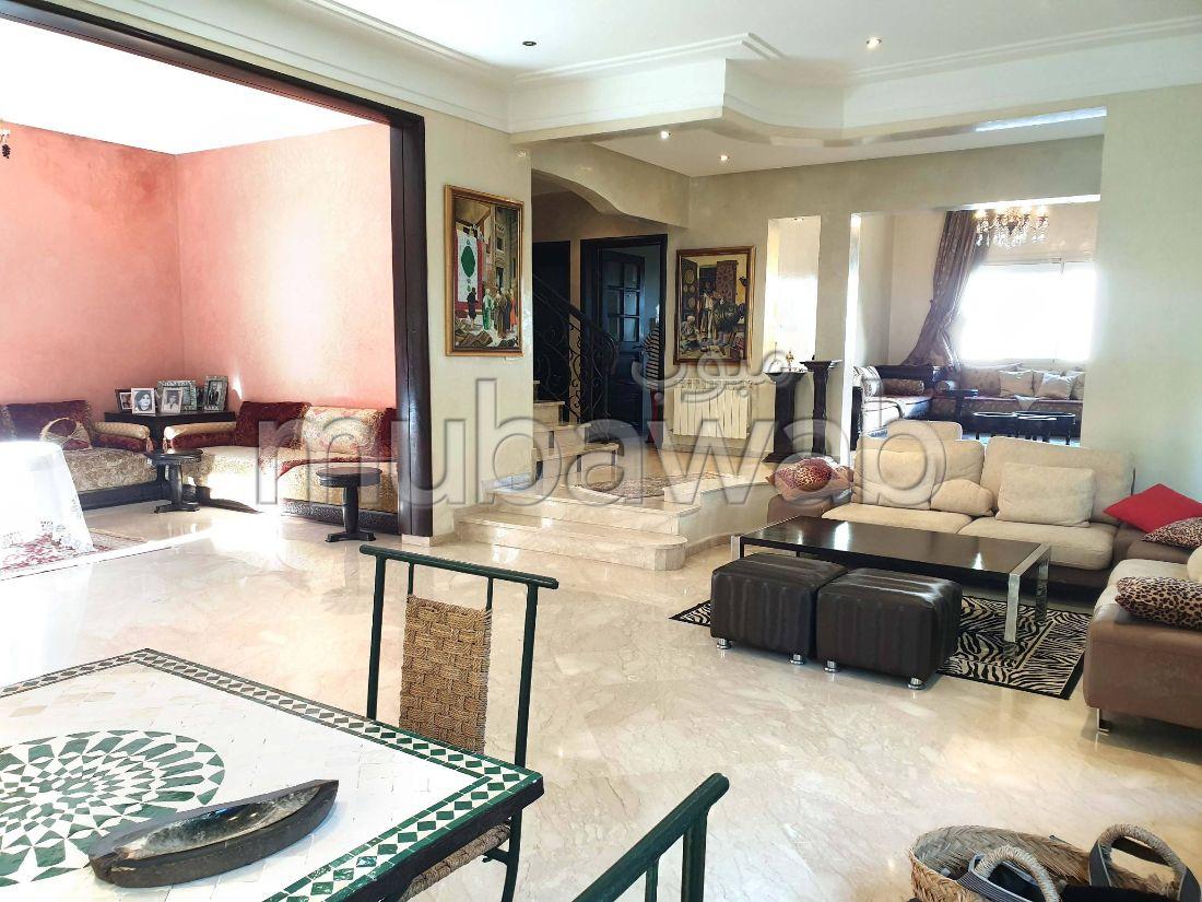 فيلا مساحتها 600م²، مطبخ مجهز، شرفة، 5 غرف، أنفا