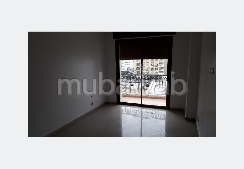 Flat for rent in Administratif. 3 rooms. General Satellite Dish, Secured neighbourhood.