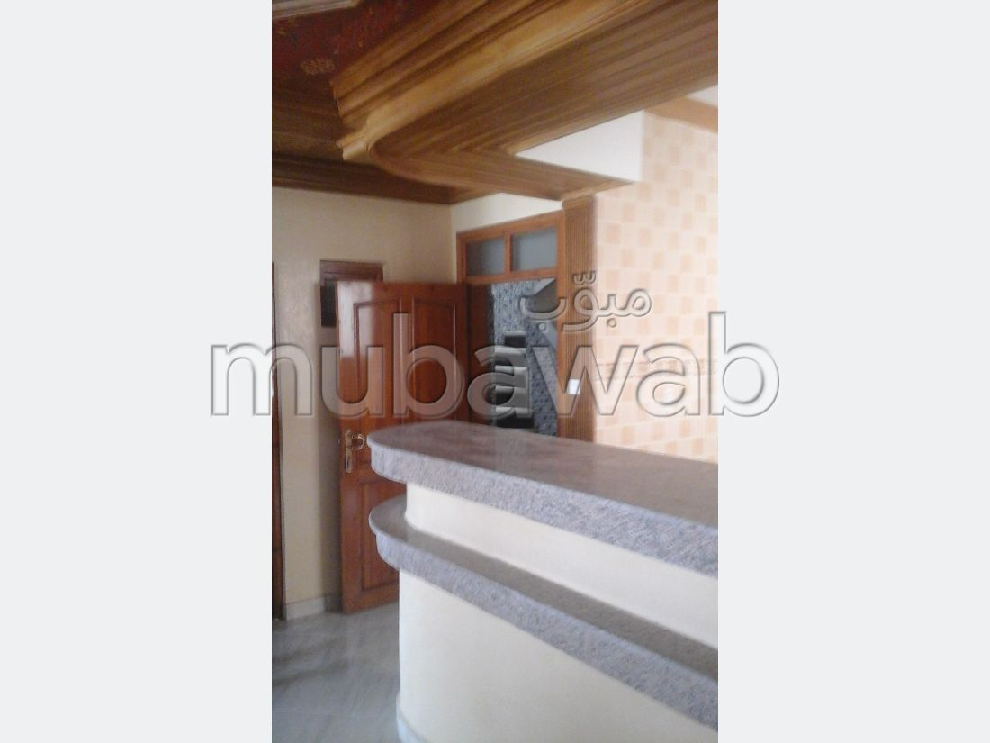 Sale of a lovely apartment in Raounak. 3 large rooms. Security.