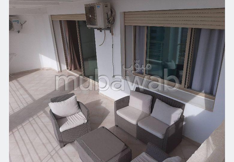 شقة مساحتها 140م²، مطبخ مجهز، شرفة، غرفتين، الشرف مغوغة