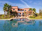 Très jolie villa moderne, 3 chambres, 450 m2, pavillon d'amis 2 chambres, salon, 100 m2, piscine, sur 1,7 Hect