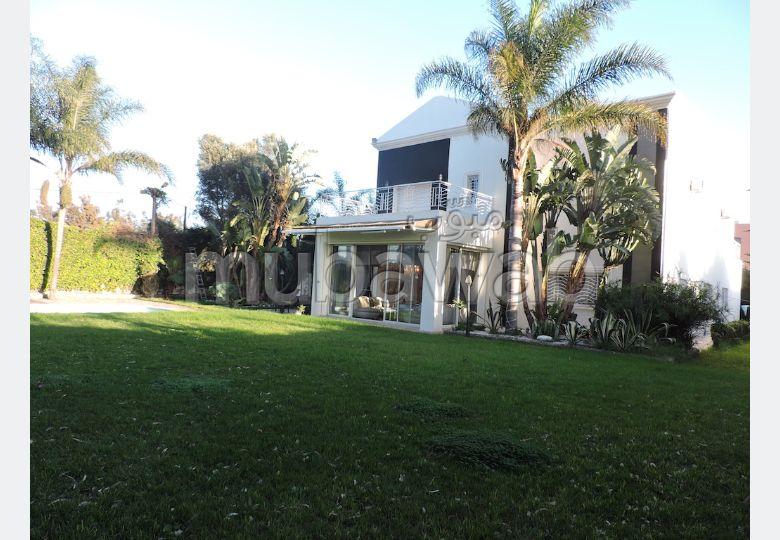 منزل ممتاز للبيع ببوسكورة. 12 قطع رائعة. موقف السيارات وشرفة.