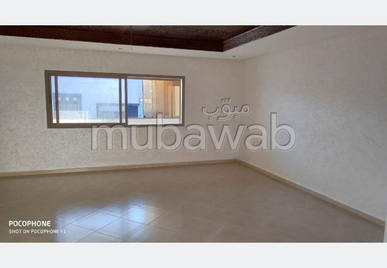 شقة رائعة للبيع بالقنيطرة. 5 قطع. مع مصعد وشرفة.