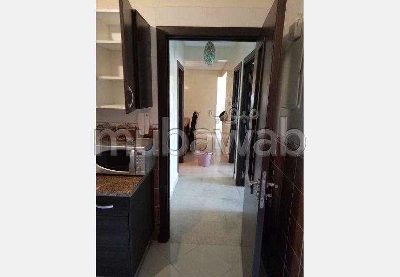 Precioso piso en alquiler en Centre Ville. Superficie de 80 m². está amueblado con buen gusto.