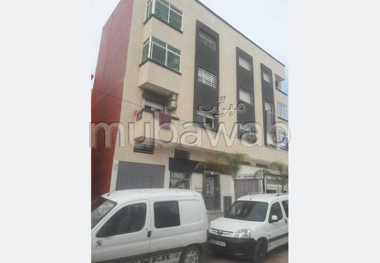 شقة جميلة للبيع ب المدينة العليا. المساحة الكلية 66 م². باب متين ومدفئة مركزية.