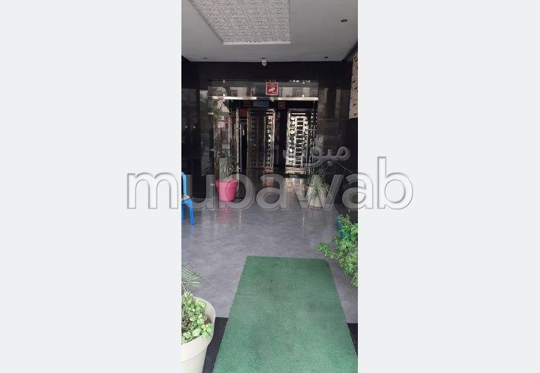 شقة للشراء بالقنيطرة. المساحة الكلية 88 م². مصعد ومرآب.