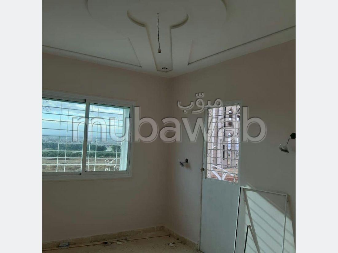 Piso en venta en Quartier Oued Fes. 3 Salas. Garaje y terraza.