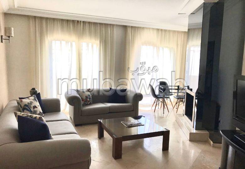 Luxueux Appartement En Plein Triangle D'or