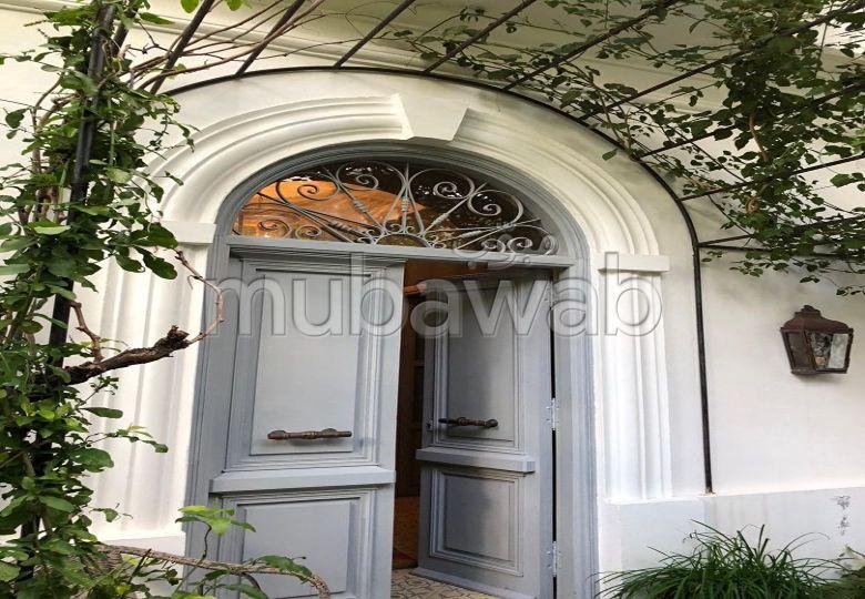 Tanger très belle maison bourgeoise rénovée en plein coeur du quartier du merchane