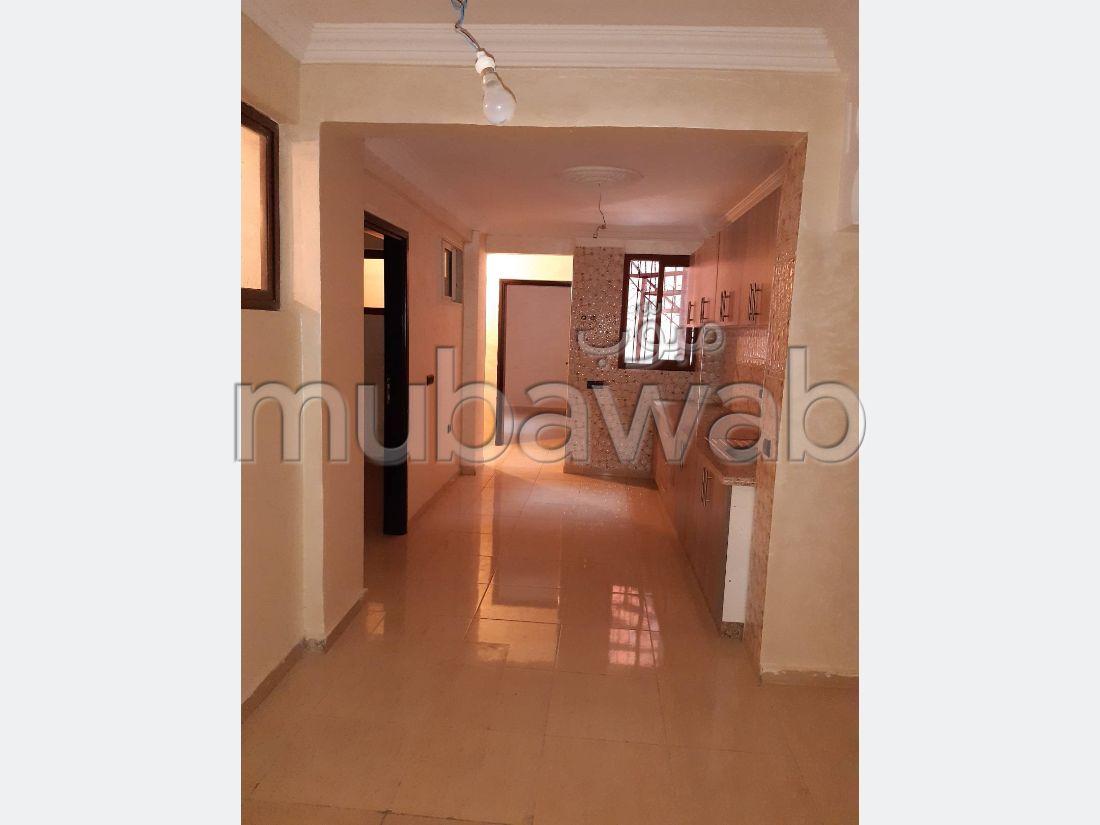 شقة للشراء بمراكش. 6 غرف رائعة. باب متين،إقامة مؤمنة.