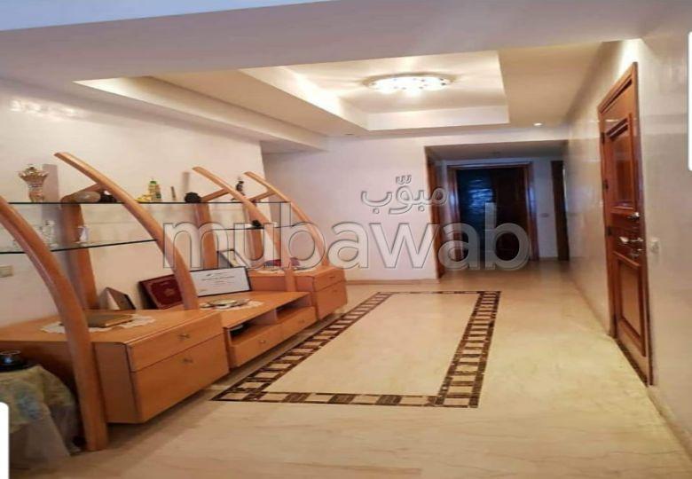 Superbe appartement à vendre à Racine. Surface totale 160 m². Prestation de conciergerie, air conditionné
