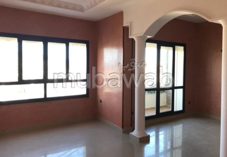 Apartment for rent. Dimension 160 m². With garage and lift.